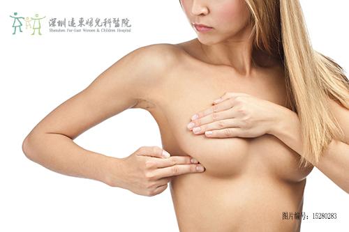 乳房不对称怎么回事