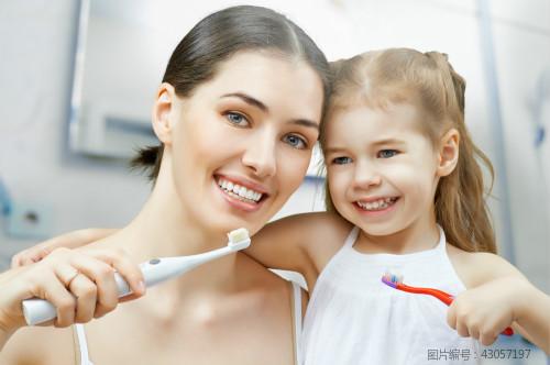 如何给宝宝挑牙刷