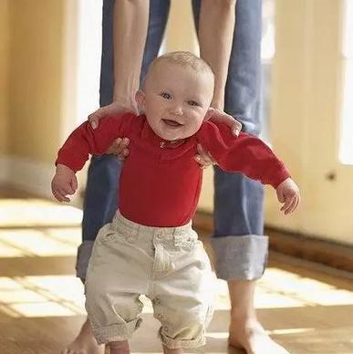 扶宝宝走路
